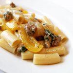 リガトーニ サルシッチャと黄パプリカのソース
